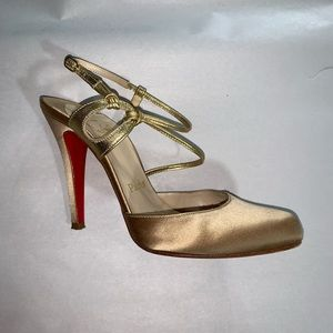 CHRISTIAN LOUBOUTIN size 35.5 champagne gold HEELS